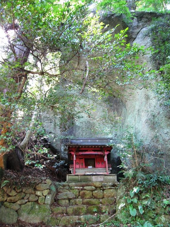 擁護岩,飯綱権現神社