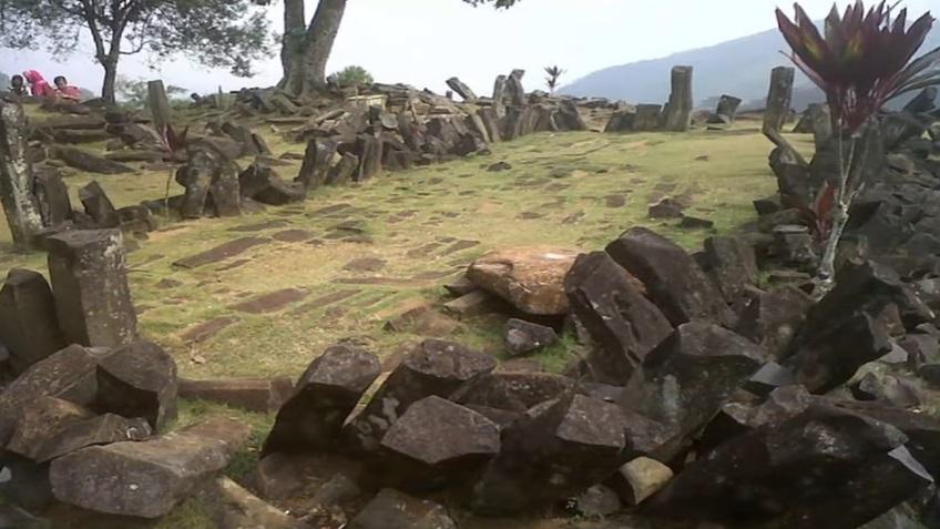 GunungPadangPyramid2.jpg