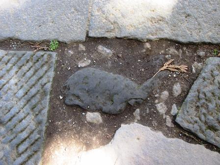 箱根神社の鯨石