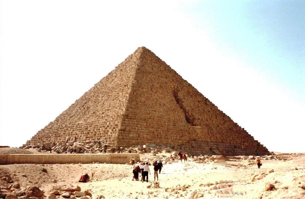 大ピラミッドに隠れた空間を名古...